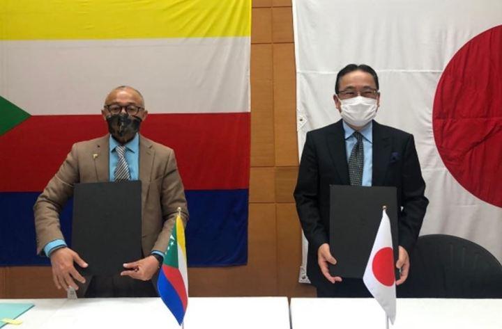 التوقيع على محضر التسليم في سفارة جزر القمر بمدغشقر: اليابان تقدم مساعدات غذائية بقيمة 800 مليون فرنكقمري