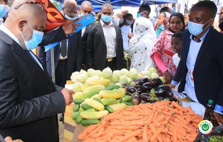 الاحتفال باليوم العالمي للغذاء: الرئيس يعد بدعم المشاريع الرامية لتحقيق الأمنالغذائي