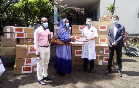 التعاون الصيني القمري : تسليم معدات طبية للسلطات الصحيةبمورني