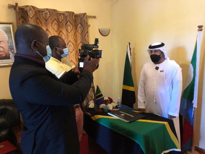 السفير الإماراتي بجزر القمر يقدّم واجب العزاء في وفاة الرئيسالتنزاني