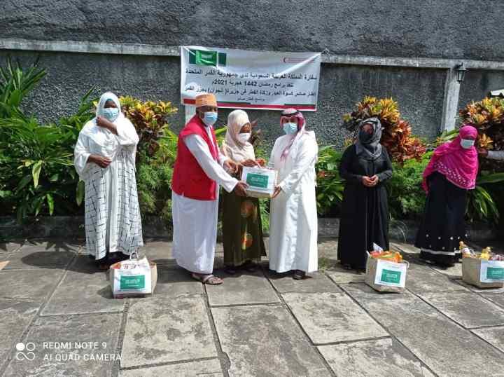 سفارة المملكة العربية السعودية لدى جمهورية القمر المتحدة تنفذ برامج رمضان ١٤٤٢هجرية ٢٠٢١م في جزر القمر بالتنسيق والتعاون مع جمعية الهلال الأحمرالقمري